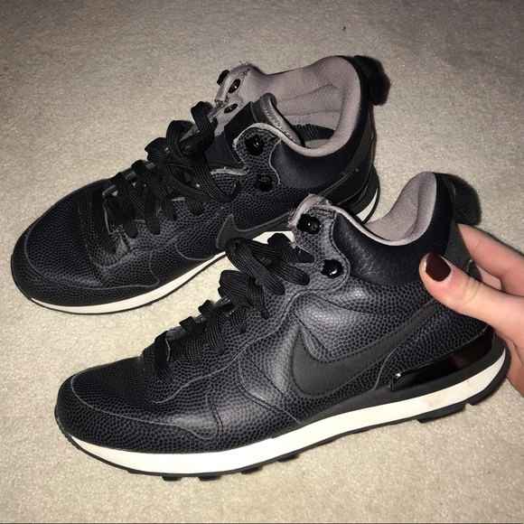 5ff554c0c814c Black women s nike high top sneakers size 7.5. M 5c432ad12e1478a03cfc9dc6